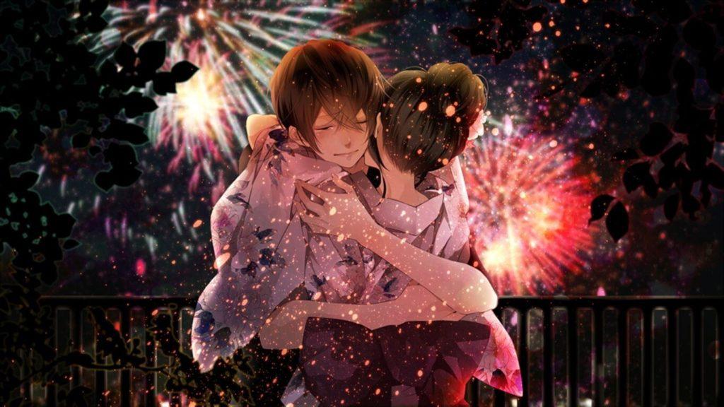 花火大会で抱きしめ合うカップル